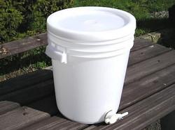 Stáčecí nádoba na med